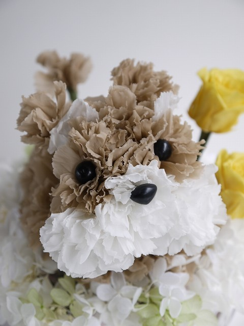 送料無料 母の日 ギフト 犬 アレンジ 花 プリザーブドフラワー 花材 「プリもこちゃん ミニチュアシュナウザー」グッズ シュナウザー 置物 誕生日 結婚祝い 新築祝い 名入れ ペット 仏花 ホワイトデー 彼女 犬好き