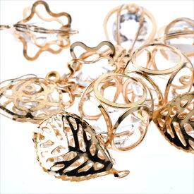 ガラスストーン チャーム 10個 5種 セット 花 雫 葉 キューブ カメリア ゴールド 金 アクセサリー パーツ カン無し カン付き 金具 金属 メタル ピアス ガラス ストーン クリアー 透明 ダイヤカット 素材 ハンドメイド 材料
