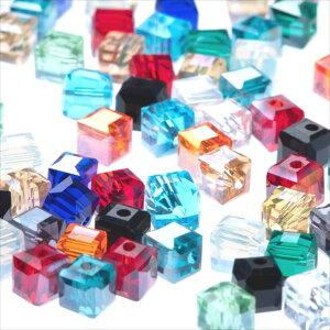キューブ型 ガラスビーズ 6mm ミックス 100個セット 14カラー アソート 四角 正方形 スクエア パーツ オーロラ 透明 サイコロ 硝子 穴有り 穴開き ガラス玉 カット ピアス ネックレス イヤリン