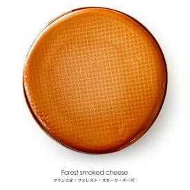 フランス産スモークチーズ!その名はフォレストスモーク(ヒッコリー)丸ごと1枚【1.1kg】【冷蔵配送のみ】【D+2】【父の日 ギフト プレゼント お返し お中元 パーティ】