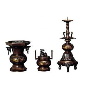 六角鳥地紋 三具足セット 4.5寸【仏具】浄土真宗本願寺派で使う花立・火立・香炉の具足セットでまさに高級仏具と呼ぶに相応しいデザイン性と華やかさです