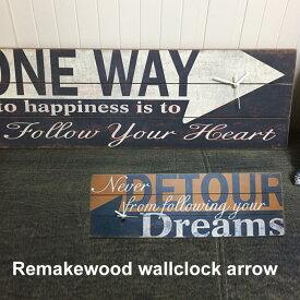 ヴィンテージな壁掛け時計。道しるべのウッドサインをデザインしたリメイクウォールクロック