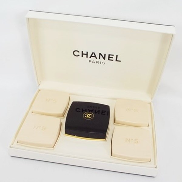 シャネル 香水 NO.5 未使用品 石鹸 75g×5 ケース付 フレグランス 中古 CHANEL ナンバー5