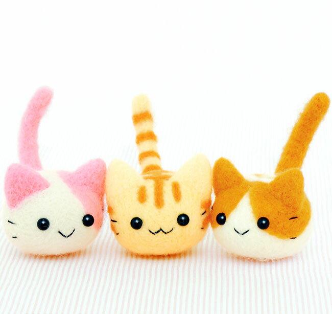 三つ子のころころ猫ちゃん手作りキットスターターセット(針・マット)付き【羊毛フェルト ぬいぐるみ マスコット 自由研究】