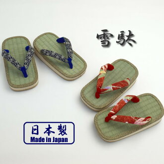 Kids ' leather-soled sandals and a grass roof and Japanese pattern flower together
