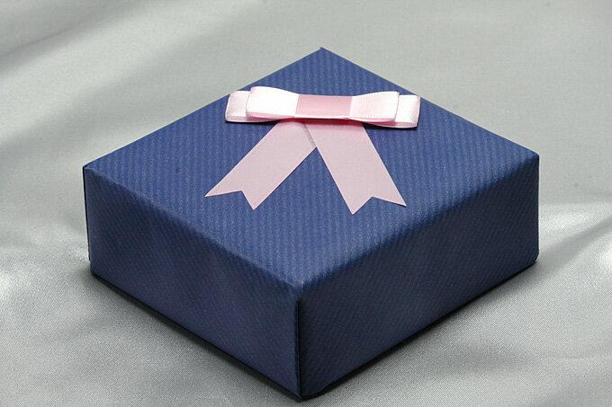 【ラッピング】包装紙ブルー/リボン・ピンク ケース別ラッピングのみ【ネコポス配送不可】