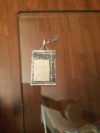 【送料無料】ジュエリー・アクセサリー アルジェントウノアレシオンドロアンジョルノダリコルデアunoaerre ciondolo in argento 835 un giorno da ricordare