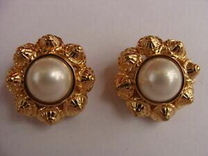 【送料無料】ジュエリー・アクセサリー シナーゴールドトーンラインストーンパールクリップオンイヤリングゴールドカラーciner goldtone rhinestone pearl clipon earrings gold color signed ciner