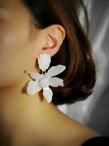 【送料無料】ジュエリー・アクセサリー イヤリングクリップオンフォードゴールデングレートゴールデンフラワーホワイトクリスタルorecchini clip on non forata dorato grandi fiore bianco cristallo j12