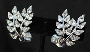 【送料無料】ジュエリー・アクセサリー ヴィンテージトリファリクラウンカラートランスペアレントシルバーストラスクリップオンイヤリングvintage 50s trifari crown color argento trasparente strass clip