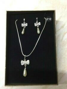 【送料無料】ジュエリー・アクセサリー ブランドボックスマッチネックレスイヤリングwomens corrispondenza collana e orecchini a farfalla con perle ** nella casella nuovo di zecca **