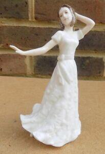 【送料無料】キッチン用品・食器・調理器具・陶器 ロイヤル・ドゥルトン・センチメント・フィギュアチャームドROYAL DOULTON Sentiments Figurine - Charmed HN4445