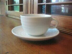 【送料無料】キッチン用品・食器・調理器具・陶器 クレートバレルホワイトルーレットカップソーサーリブリングセットのアベイルズの6 Crate & Barrel White Roulette Cups & Saucers Ribbed Rings (2 of 2 Sets Ava