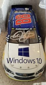 【送料無料】模型車 モデルカー スポーツカーデイルアーンハートジュニア#サイン2016 dale earnhardt jr 88 autographed microsoft windows 10 124th nascar fs
