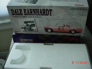 【送料無料】模型車 モデルカー スポーツカーデイルアーンハートレースカーフォードkアクションエディションdale earnhardts first race car 1956 ford k2 by action limited edition