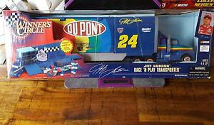 【送料無料】模型車 モデルカー スポーツカー#ジェフゴードンレースwinners circle ~ 24 jeff gordon race n play transporter 1999 nib
