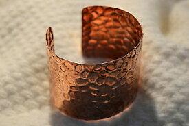 【送料無料】ブレスレット カフブレスレットbracciale donna in rame battuto schiava wrought copper bracelet for woman