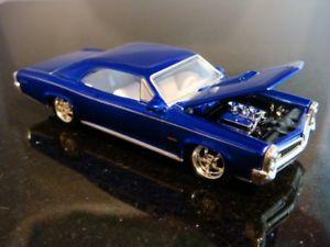 【送料無料】模型車 モデルカー スポーツカー ポンティアックスケールxxx 1966 66 pontiac gto tripower v8 muscle car 164 scale limited edition a