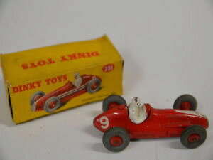 【送料無料】模型車 モデルカー スポーツカー マセラティマセラティレースカー25c dinky toys 231 maserati racing car in rot mit ovp