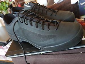 【送料無料】キャンプ用品 arcteryx acrux sl vibram shoes mens105unusedハイキングortholitearcteryx acrux sl vibram shoes mens size 105 unused bargain hiki