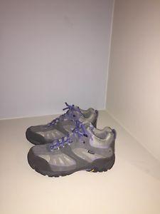 【送料無料】キャンプ用品 フィールドウォーキングブーツサイズ womens field vibram walking boots, size 6