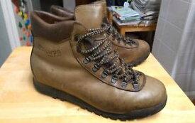 【送料無料】キャンプ用品 ビンテージアーゾロテレビバイオニックメンズハイキングブーツブラウンvintage scarpa asolo tv bionic mens hiking boots uk11 rare 1980s brown