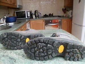 【送料無料】キャンプ用品 ライニングサイズウォーキングブーツbrasher womens walking boots with vibram soles and gortex lining size uk 5