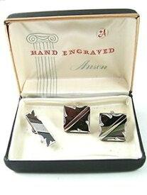 【送料無料】メンズアクセサリ— ビンテージカフリンクスボックスタイクラスプvintage hand engraved silvertone cufflinks amp; tie clasp in box by anson 61217