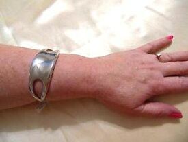 【送料無料】ブレスレット アクセサリ— メイシーズスターリングシルバークロスサイドカフブレスレットドルmacys 7 nambe sterling silver cross side cuff bracelet d414 350