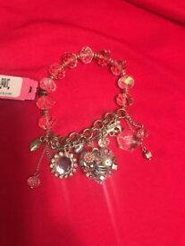 【送料無料】ブレスレット アクセサリ— ベッツィージョンソンブレスレットハートbetsy johnson bracelet heart dangle jewelry