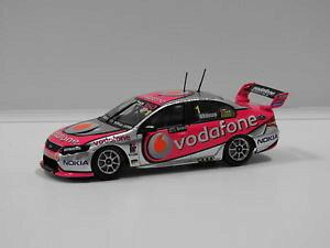 【送料無料】模型車 スポーツカー 143フォードfgハヤブサ チームヴォーダフォン2009atccjwhincup1カール143 ford fg falcon team vodafone 2009 atcc winner jwhincup 1 classic carl