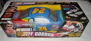 【送料無料】模型車 スポーツカー ジェフゴードンパワーランチャーキャリーケースレースカーjeff gordon carry case race car with power launcher 1999 nib nascar