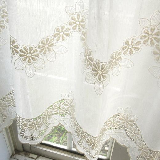 カフェカーテン(小窓用カーテン) レース 45cm丈 フランス製 カフェカーテン オーダー(切り売り) LA3349 小窓をおしゃれに演出してくれるヨーロッパ直輸入 ナチュラルな生地に花の刺繍がおしゃれなオーダーカフェカーテン [メール便可/宅コン可]