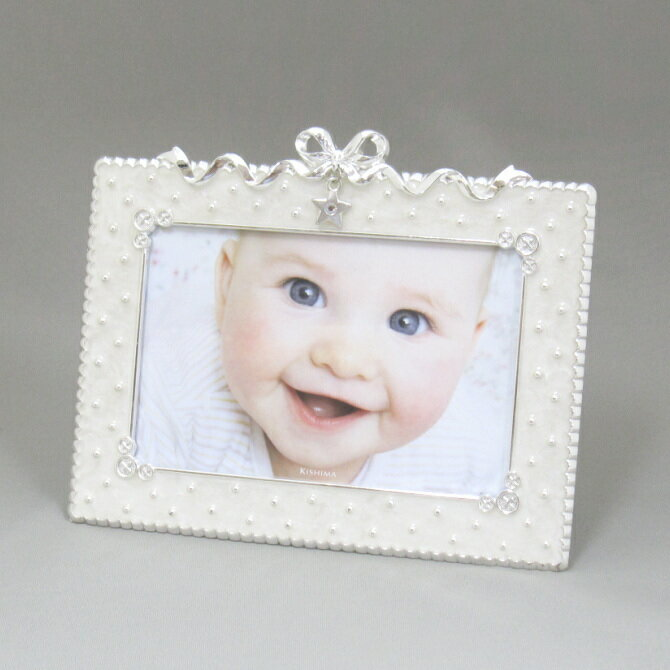 フォトフレーム 写真立て ベビー 出産祝い ハガキサイズ 卓上 マイト ホワイトのミルキーカラーに星型のチャームが輝く赤ちゃんにぴったりのおしゃれでかわいい写真たて ポストカードサイズが1枚 出産祝いや出産内祝いのギフト(プレゼント)にピッタリのフォトフレーム