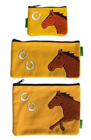 馬と蹄鉄・サガラ刺繍フラットポーチ・イエロー・黄・デイジー帆布素材ポーチイラストおがわじゅりホースシューオリジナル