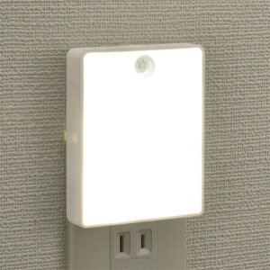 LEDナイトライト 自動点灯 明暗センサー 人感センサー付 ナイトライト 薄型 フットライト コンセント 足元灯 LEDライト 人感センサーライト 常夜灯 コンパクト 足元灯 補助灯 廊下 玄関 階段