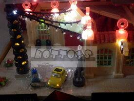 ◎ディズニーカーズ / 楽しい!クリスマスライトアップ♪ジオラマセット♪ルイジのタイヤショップ♪【予約商品】 カーズ おもちゃ カーズ ミニカー ポイント5倍