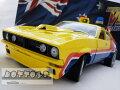ミニカー1/18☆マッドマックスインターセプターMFP1974フォード・ファルコンV8黄色4ドアセダン「インターセプター」フォードXBファルコン【予約商品】