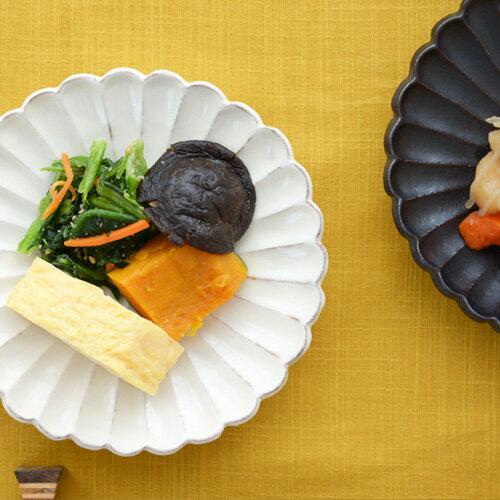 山田茂樹 輪花皿/中(15cm) 【信楽焼 花形皿 和食器 作家 うつわ しのぎ 陶器】