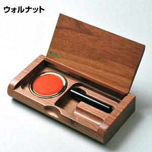旭川クラフト 木製一枚フタ印鑑ケース 幅約15×奥行き約7.4×高さ約2.5cm 美しい木目、柔らかな感触の木質ならではの優しい感触が魅力の朱肉付き印鑑ケース。 日本製・手作り・クラフト・北