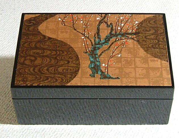 京都のおみやげ(京土産)和風雑貨・贈り物宝石箱 金箔調 梅の絵柄「光琳梅」