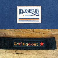 「WALKAHOLIC」のネームタグとストラップの「Let'sgoout」のタグ