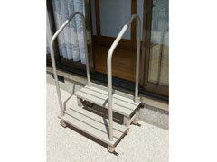 アルミ踏み台手すり付き2段縁側庭用固定金具付き