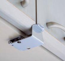 【在庫】太田製作所 安心キャッチ 吊り戸棚、食器棚の耐震ラッチ