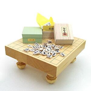 木製将棋セット ヒバ2寸卓上・足付兼用将棋盤に山形天童の白椿上彫駒