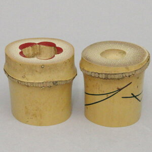 【茶器/茶道具 蓋置】 竹蓋置 松竹梅 一双(炉用・風炉用) 岩木秀斎作