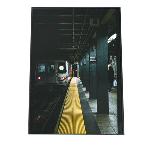 ポスター A2サイズ(約42x59cm) 選べる用紙 大きさ インテリア おしゃれ ファッション ポスター シンプル おしゃれ お洒落 韓国 ヨーロッパ ナチュラル 北欧 モノクロ フィルム 電車 駅 プラット