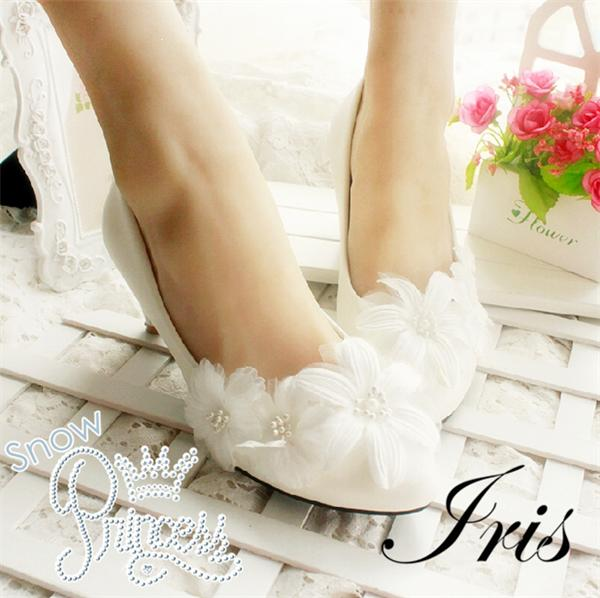 【IRIS】パンプス シューズ 靴 ウエディング フォーマル ハイヒール ピンヒール 結婚式 花嫁 丸トウ ストラッポ お嫁さん とんがりトウ 送料無料
