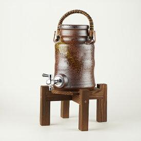 古信楽 サーバー (コルク栓付/木の台付)マイナスイオン 陶器 信楽焼 焼酎サーバー 還暦祝い ギフト お祝い 彩り屋