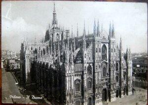 1950年発行のイタリアのミラノのドォーモの風景の絵はがきお部屋のインテリアにイタリアのアンティークショップで見つけた絵ハガキと切手と雑貨